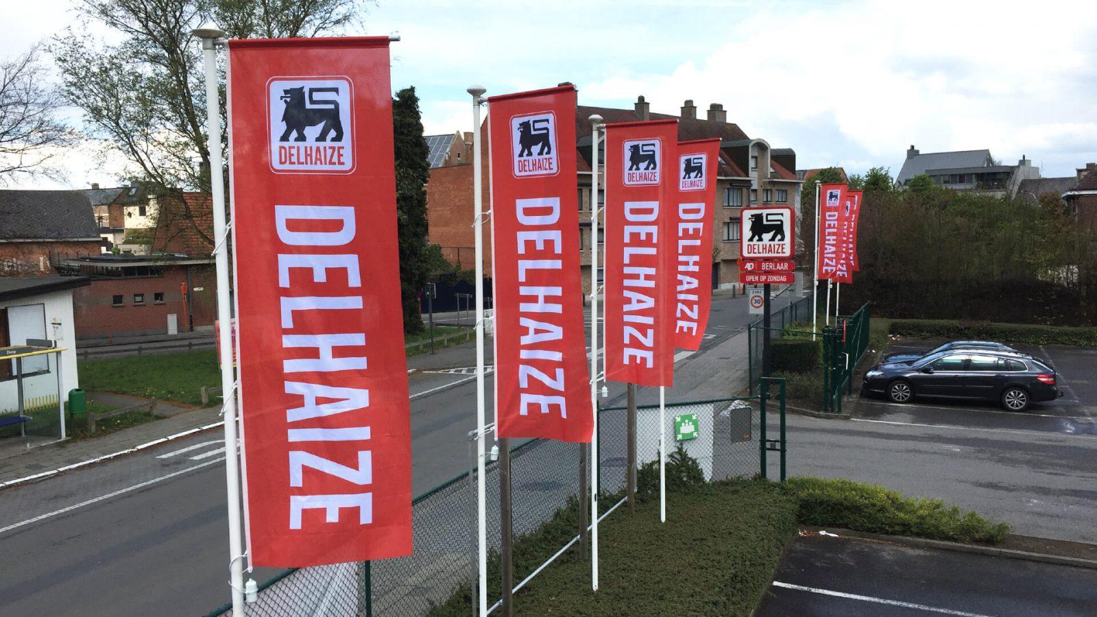 Plaatsing vlaggenmasten Delhaize Berlaar