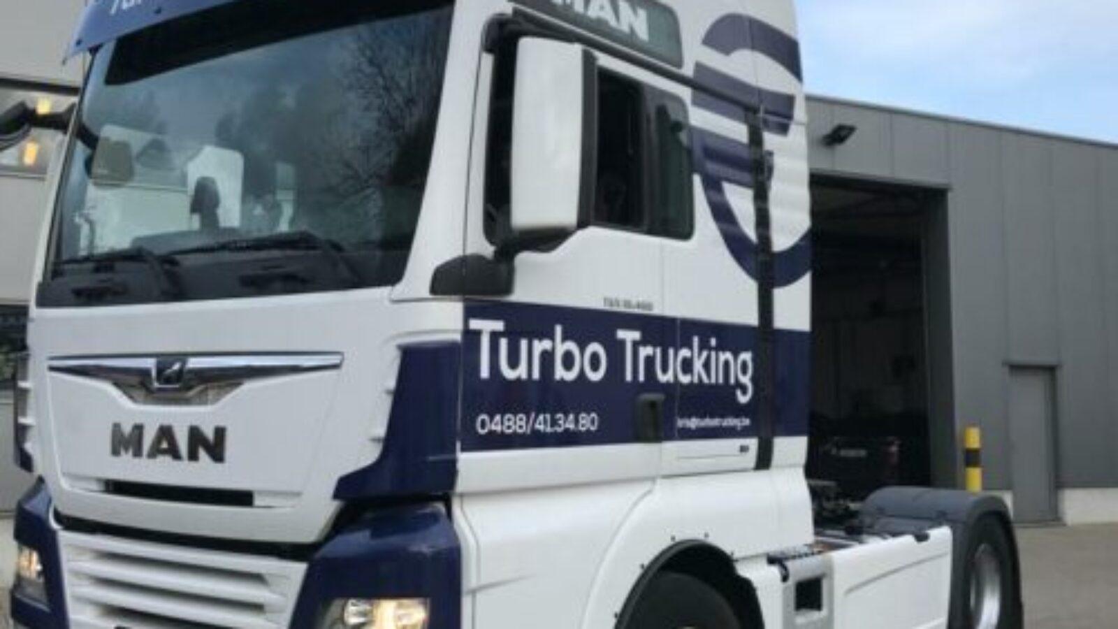 Turbo Trucking wagenbelettering vrachtwagen